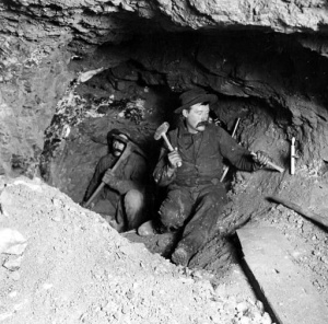 Miners in old times without light
